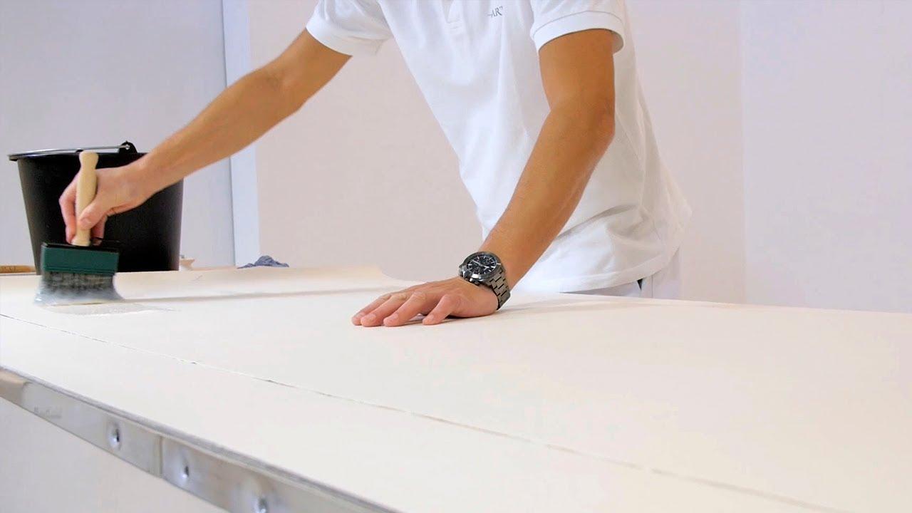 poser du papier peint sur papier encoller les l s youtube. Black Bedroom Furniture Sets. Home Design Ideas