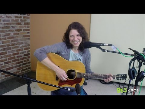 Live from the KBCS living room: Kris Delmhorst