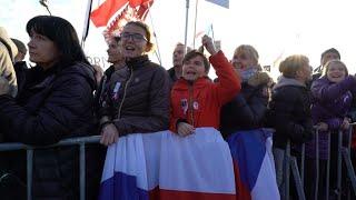 """Tchèques et Slovaques aux aguets sur la démocratie, 30 ans après la """"révolution de velours"""" thumbnail"""