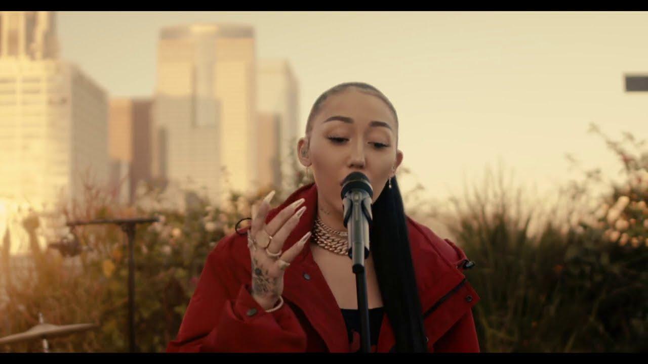 Noah Cyrus - Blue Christmas (Live from Freehand LA)