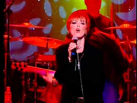 [01] Pat Benatar - Treat Me Right - Live 2001