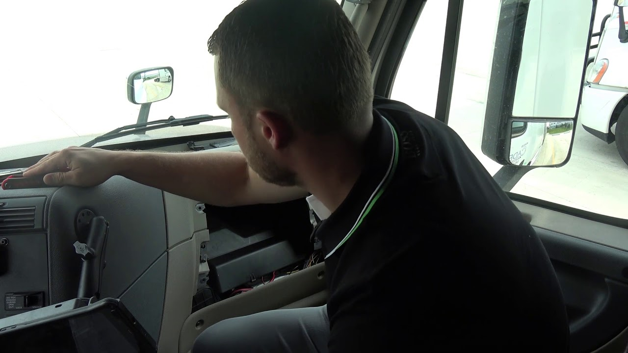 How To Replace In Cab Fuse In Freightliner Cascadia