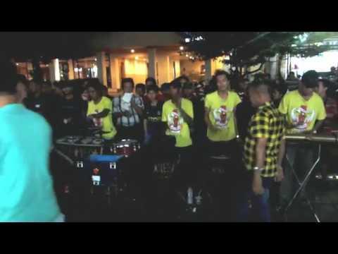 Cari Berkah   Wali Band Musik Angklung Pengamen Jalanan Malioboro Jogja