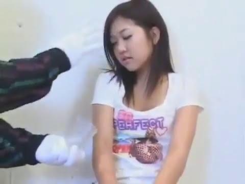 Wanita ini di hipnotis dengan media gelas