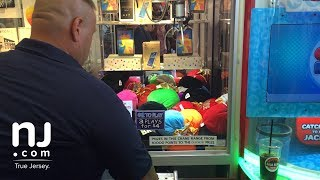 Experts know when a crane game is rigged