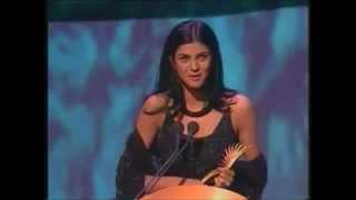 Repeat youtube video Sushmita Sen - Best Supporting Actress Award IIFA 2000