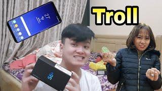 Phong Zhou Vlogs | Trò Đùa Troll Tặng Người Yêu Xấu Gái SamSung S8 Plus ( Prank Give S8 Plus )