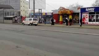 Ambulanța e în misiune, șoferul cumpără țigări