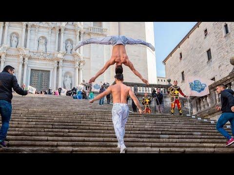 Vietnamese circus artists break world record in head to head balance stunt