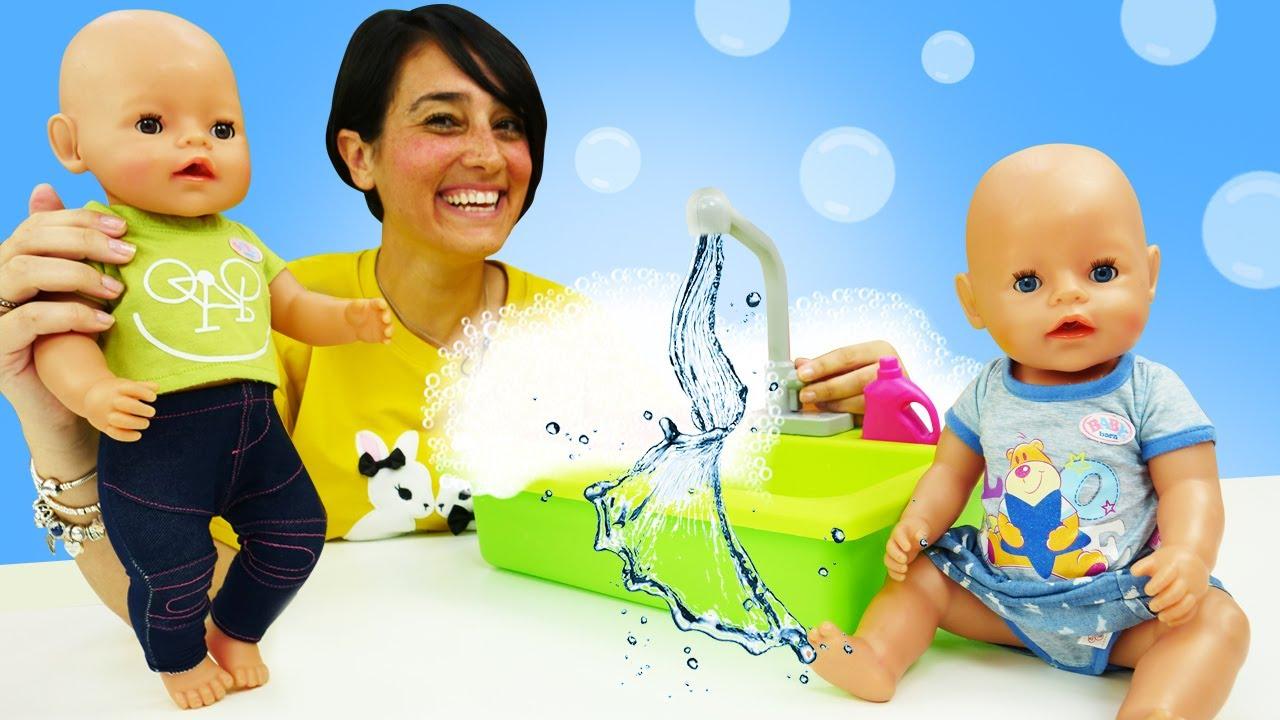 Le bambole Nenuco lavano le mani. Nuova puntata di Come una mamma in italiano. Video per bambini