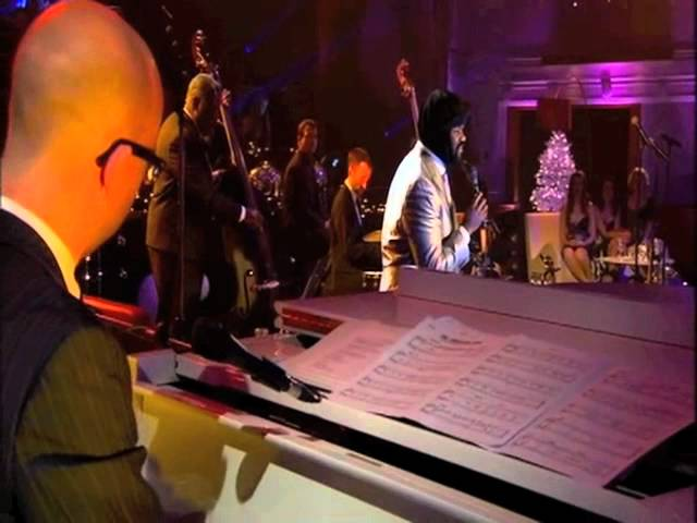 Carole King & Friends featuring Gregory Porter singing 'The Christmas Song'