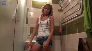 Как повесить зеркало(Как самой повесить зеркало в ванную комнату. Больше уроков на http://sdelaivitrage.ru Подписывайтесь на видео-канал..., 2014-05-19T11:30:01.000Z)