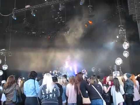 Grimes -Endless Summer- REALiTi @ Molson Amphithea