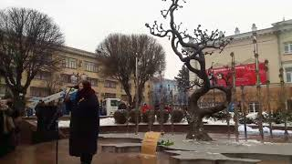 Мама Максима Шимка на 4 ті роковини похорон свого сина