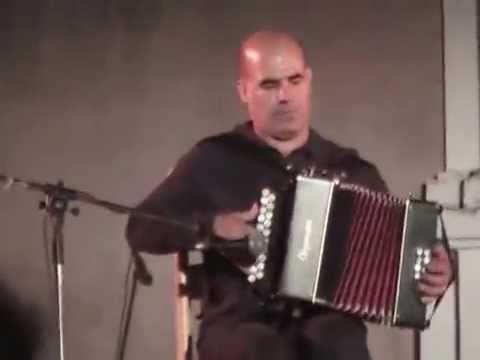 Totore Chessa balli sardi all'organetto e ballo spontaneo - YouTube