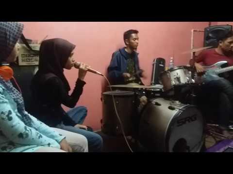 Sudah Ku Tahu Cover By Nanaa Feat SRG Band .