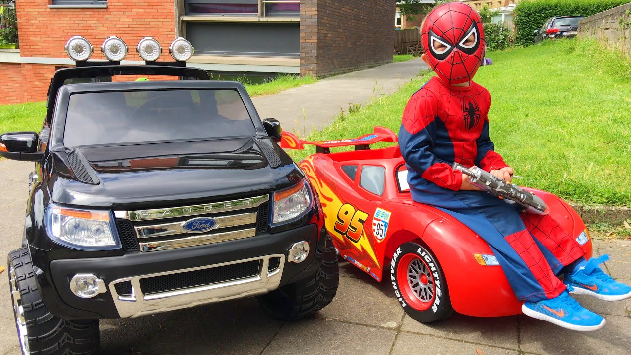 spider man conduit voitures cars lightning mcqueen et ford. Black Bedroom Furniture Sets. Home Design Ideas