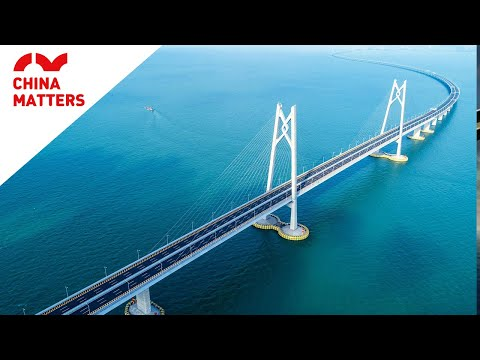 How did an inexperienced team complete the longest sea bridge?