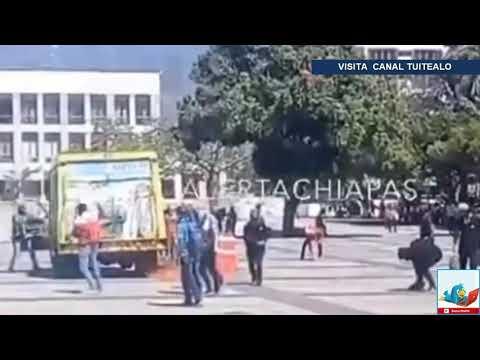 Normalistas vandalizan vehículo repartidor de agua en Chiapas