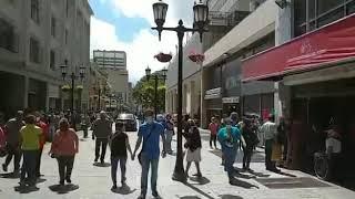 Así están las colas en los bancos de Caracas