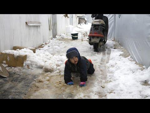 شاهد: الثلوج تزيد من معاناة النازحين شمال غرب سوريا  - 16:00-2020 / 2 / 14
