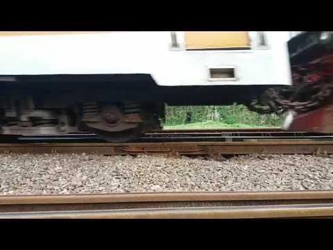 Suara roda kereta ketika menginjak sambungan rel Kereta Api