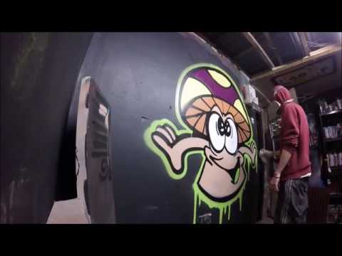 Spray Painting A Graffiti Character / Real Time Footage
