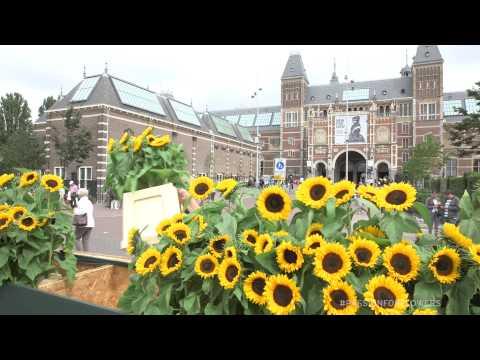 Labyrint of sunflowers Van Gogh Museum Amsterdam