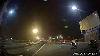 [Camera hành trình] Xe máy tạt đầu ô tô