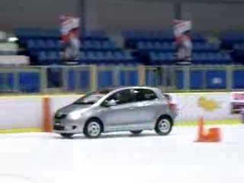 YOKOHAMA iceGUARD test drive in ice skating rink(1)