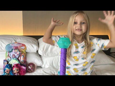 Алиса показывает свои ИГРУШКИ ! Шиммер и Шайн каруселька и сумочка!