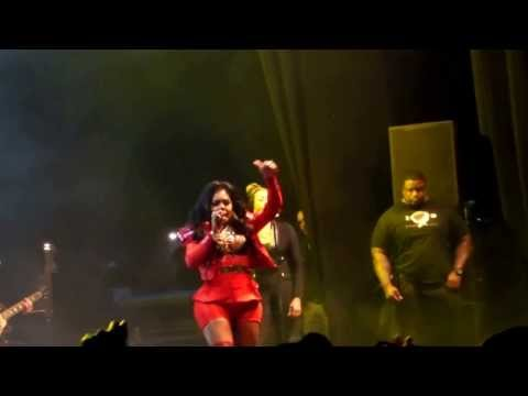 Lil Kim - Lighters Up (Live at Musicalize)