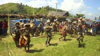 Cantec tribal cu chitare. Ambunti, Papua Noua Guinee