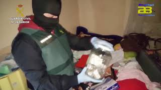 La Guardia Civil auxilia a una víctima de trata y desmantela un activo punto de venta en Roquetas
