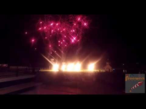 Flammenshow mit Lichterbildern und Pyrofontänen