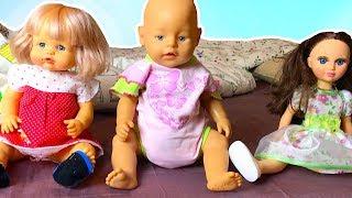 Маша играет с куклами как Мама, утренние хлопоты, готовит им завтрак чистит зубы