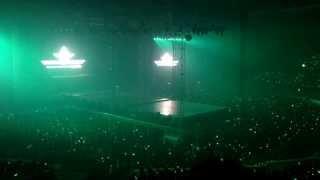 14/08/03 SHINee World Concert lll - (Shawols singing) The Reason