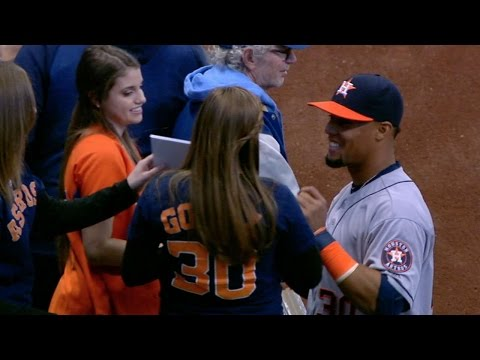 HOU@MIL: Gomez, emotional fan reunited in Milwaukee