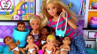 Мультик с куклами Барби и Челси - Много пупсиков малышей Ретро фотоаппарат Видео для девочек