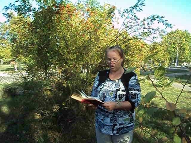 Изображение предпросмотра прочтения – ЛюдмилаАнохина читает произведение «Лето 1854» Ф.И.Тютчева