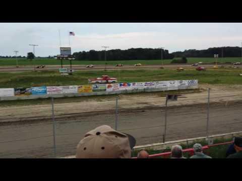 Imca modified heat race @ i-96 speedway 7/ 29 / 16.