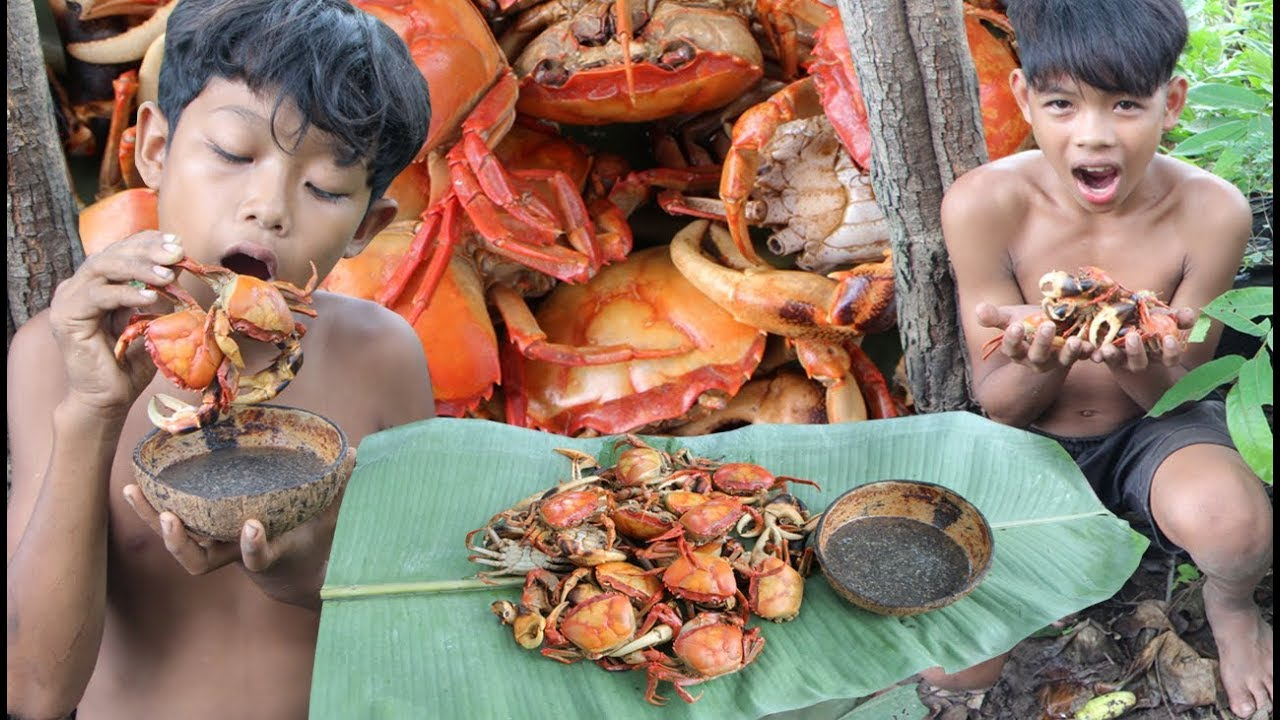 Primitive Technology - Find and cooking crab - eating delicious