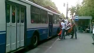 Скутер в троллейбус? А почему нет?