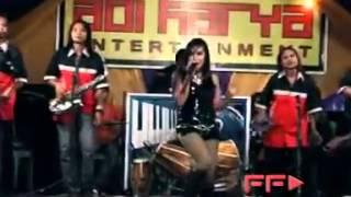 Repeat youtube video Abg Tua Dangdut Koplo Hot