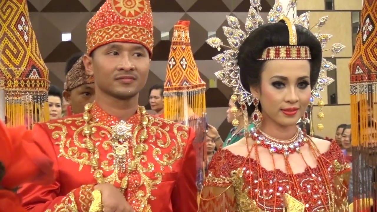 Resepsi Pernikahan Adat Toraja Dwita & Albert - YouTube