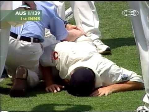 *OUCH!* Simon Jones horiffic knee injury at the Gabba.....2002