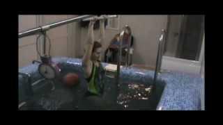 видео Вертикальное подводное вытяжение позвоночника
