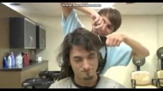 fred va ala peluqueria (español latino)