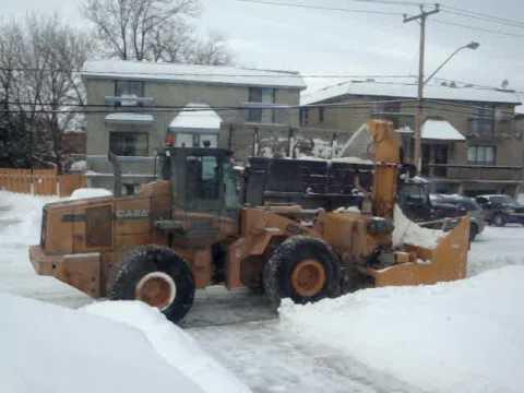 Opération déneigement en ville, Laval Québec hiver 2015/2016