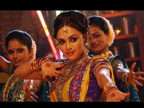 Which Actress Looks Hot In Nauvari Saree Youtube